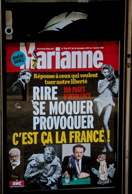 La pluma de Marianne… edición de Noche Buena (2015). Kiosco Saint-Fargeau. París XX.   Foto por armando segovia / segoviaspixes (2005). This is a free cultural license… Take it. C'est Ça La France!!!