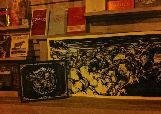 La Bataille de Zacatecas —en Paris. Vista a traves de un aparador en una librería.
