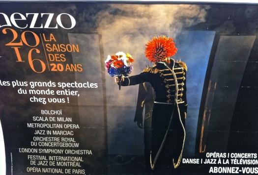 Uso justo de los anuncios en una calle de París.
