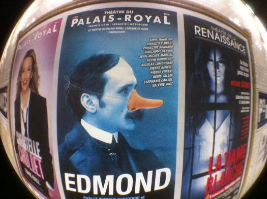 El padre Amaro disfrazado de canadiense —y con un alias— en los teatros de París.